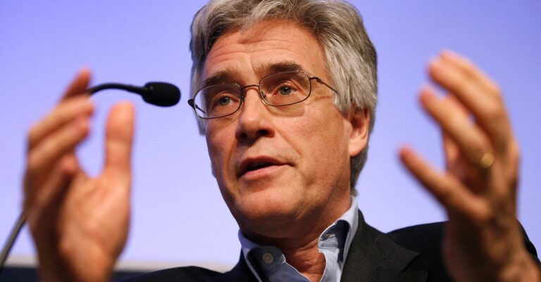 Adair Turner : « Les banques doivent renforcer leurs fonds propres »