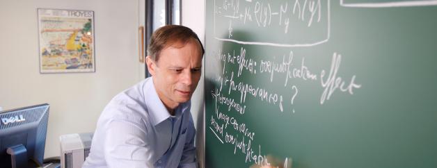 Jean Tirole reçoit le prix Nobel d'Economie
